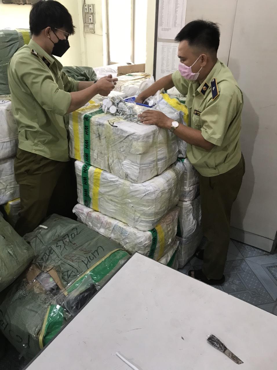 Đội QLTT số 1 – Cục QLTT Phú Yên tạm giữ 77 mục hàng hóa do Trung Quốc sản xuất không có hóa đơn, chứng từ.
